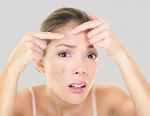 Cómo eliminar las manchas oscuras de la cara