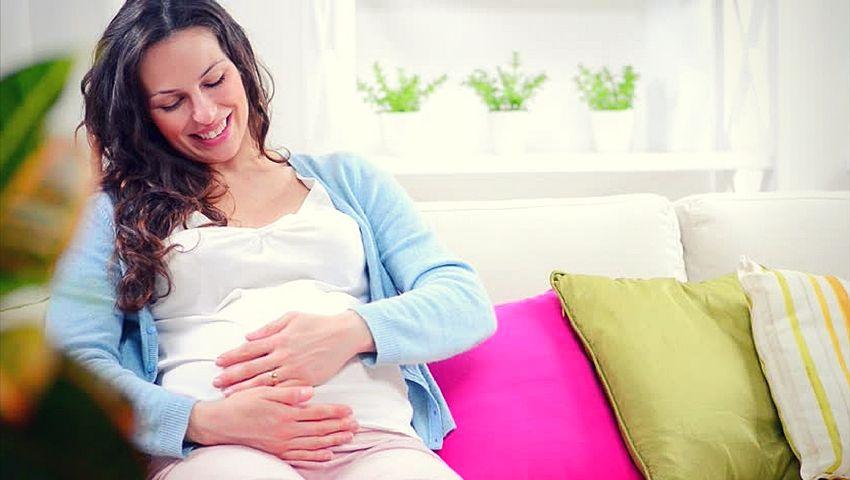 Aplicando estimulación prenatal táctil a mi bebé