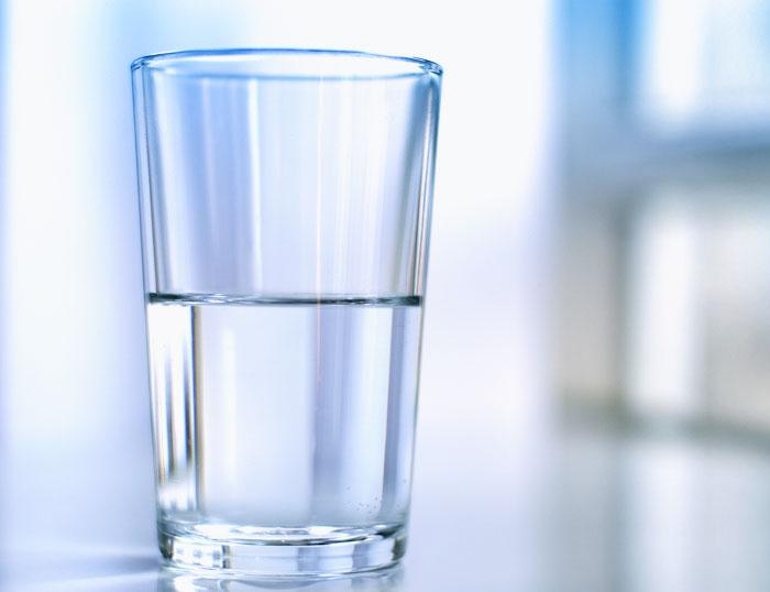 vaso medio lleno vs. vaso medio vacío