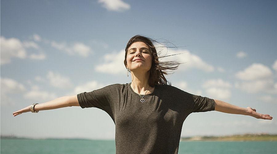 Los beneficios de realizar una limpieza de desbloqueo emocional