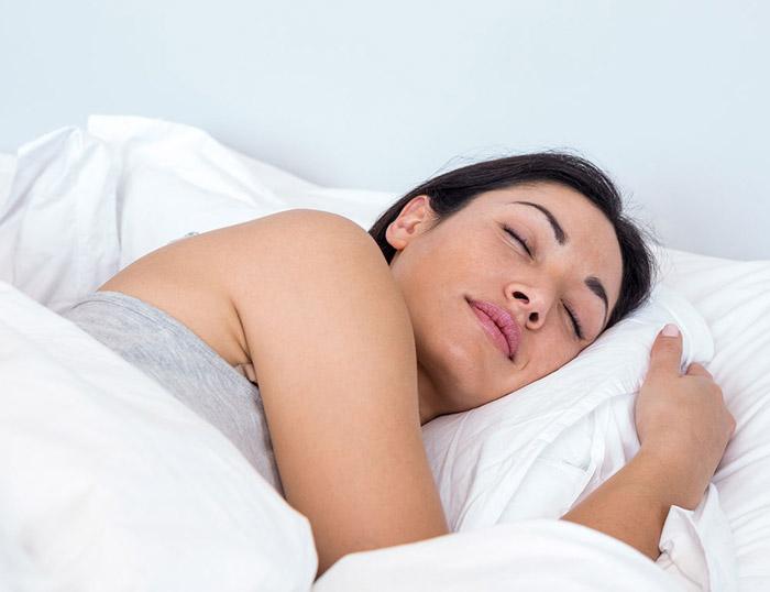 Dormir de lado izquierdo previene las demencias
