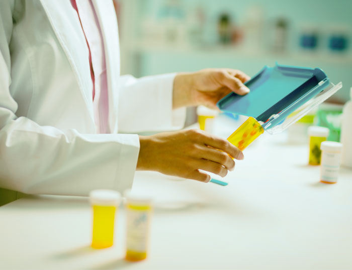 Matar al mensajero: industria farmacéutica