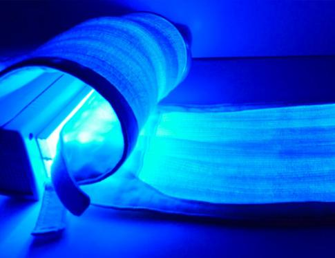 Usos y beneficios de la terapia con LED azul