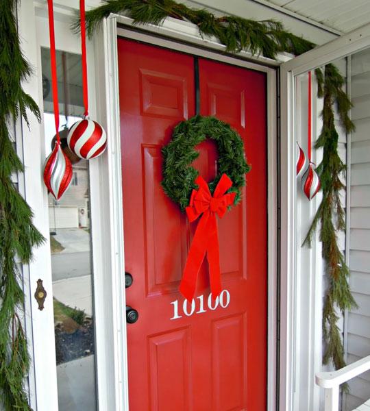 Decoración de la puerta de entrada de la casa en navidad con Feng Shui