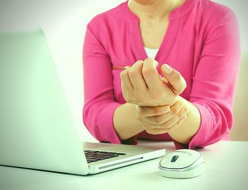 Como tratar el dolor derivado del síndrome de tunel carpiano