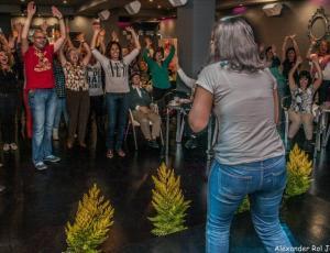 Formación y certificación internacional de líderes de yoga de la risa