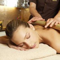 Taller de masaje con cañas de bambú